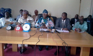 L-R: Iyaloja General of Osun State, Alhaja Awawu Asindemade, former Special Adviser to Governor Rauf Aregbesola on Commerce, Industries, Cooperatives and Empowerment, Dr Yinusa Olalekan, former Commissioner of the ministry, Alhaji Ismaila Jayeoba-Alagbada and other dignitaries at the press conference.
