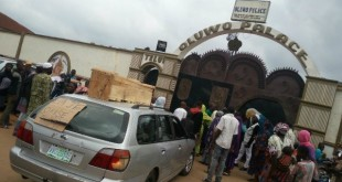 Oluwo protest at oluwo palace