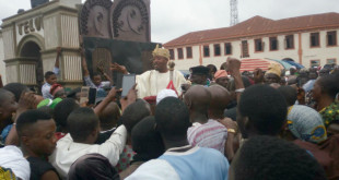 oluwo while addressing the protesters