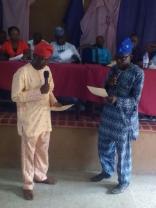 From Right: Mr Cosmas Oni administering Oath of Office to Abiodun Olalere after the February 11 Osun NUJ election.