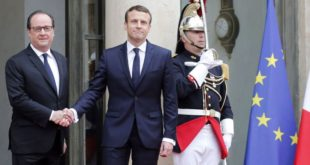 PARIS, FRANCE - MAY 14:  Outgoing French President Francois Hollande welcomes newly elected French president Emmanuel Macron prior to a handover ceremony at the Elysee Presidential Palace on May 14, 2017 in Paris, France. Macron was elected President of the French Republic on May 07, 2017 with 66,1 % of the votes cast.  (Photo by Thierry Chesnot/Getty Images)