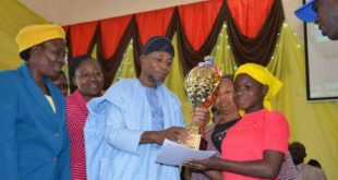 Aregbesola present prize