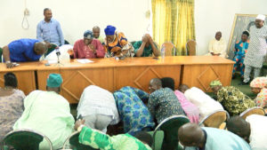 Osun PDP Leaders Prostrating For Oyinlola At His Okuku Country Home