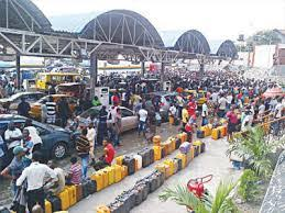 Motorists queing at the filling station