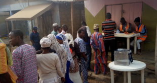 Electorate queuing to vote at unit 13, ward 13 Eketa , Osogbo