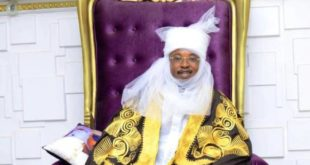 Oluwo in Emir Regalia