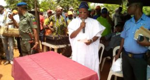 Mr Gboyega Oyetola addressing party members in Ile-Ife on Tuesday
